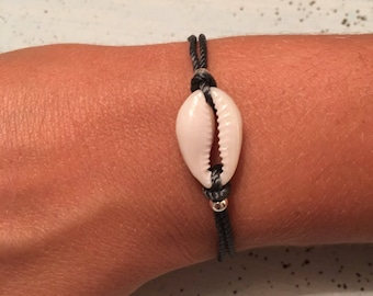 Dark grey and shell bracelet