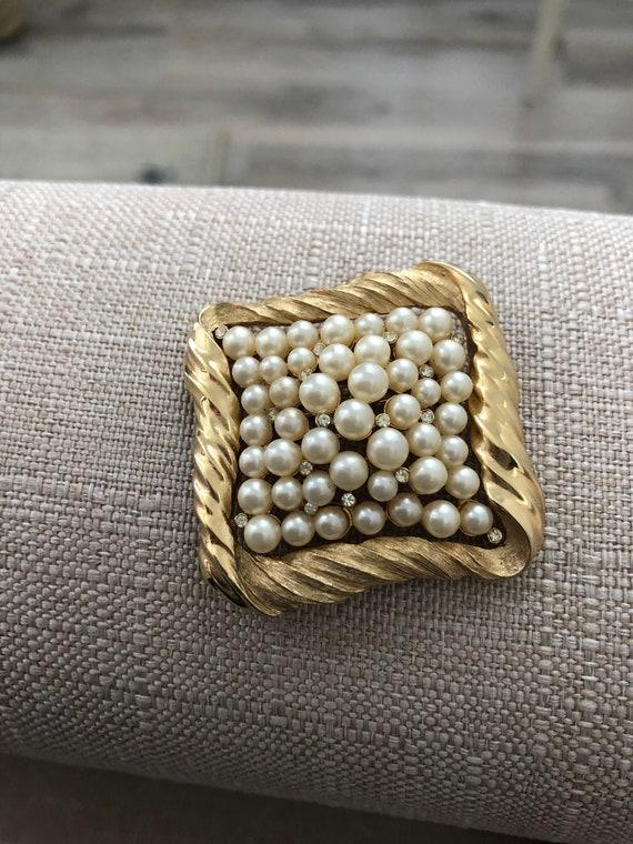 Crown Trifari Gold & Pearl Brooch, Vintage Trifar… - image 5