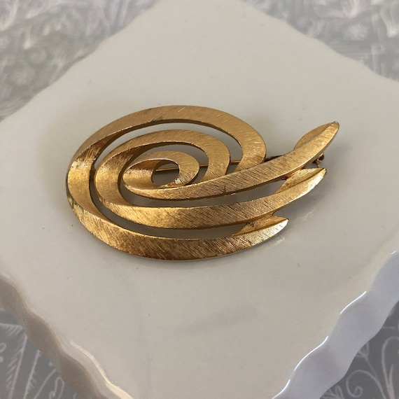 Vintage signed Monet goldtone infinity swirl brooch