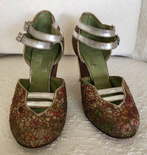 Beautiful pair of 1930s lamé evening shoes