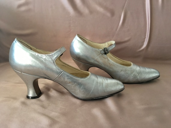 1920s silver leather evening shoes