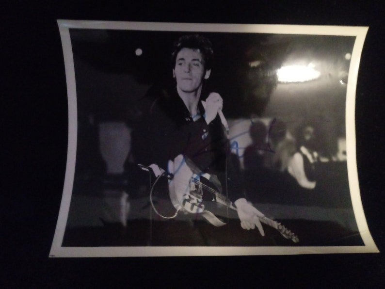 Beautiful 8*10 Bruce Springsteen origanal photo shot and signed autographed