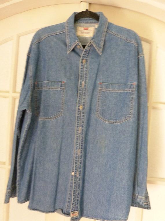 1990's Vintage Levis Denim Shirt in Men's Large