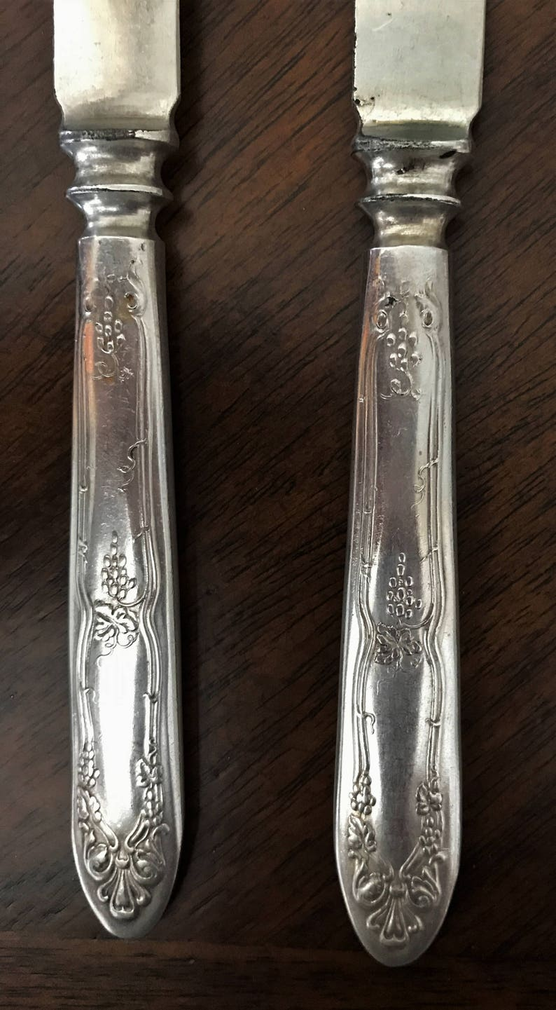1847 Rogers Bros Floral pattern silverplate Holiday tableware Collectable Set of 8 knives Vintage silverplate knives Vintage fish knives