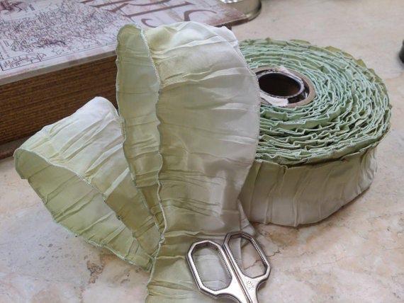 """2"""" vintage Français Ombre filaire garniture de ruban plissé vert au blanc, Ribbonworks, feuilles, fleurs de ruban, des arcs, mariée, mariage"""