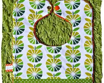 Bavoir vert et éponge orange  tissu pommes