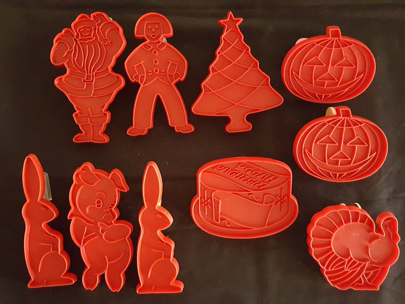 8 Piece Christmas Holiday Plastic Cookie Cutter Set Baking Accs. & Cake Decorating