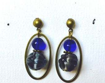 Earrings in brass and glass beads
