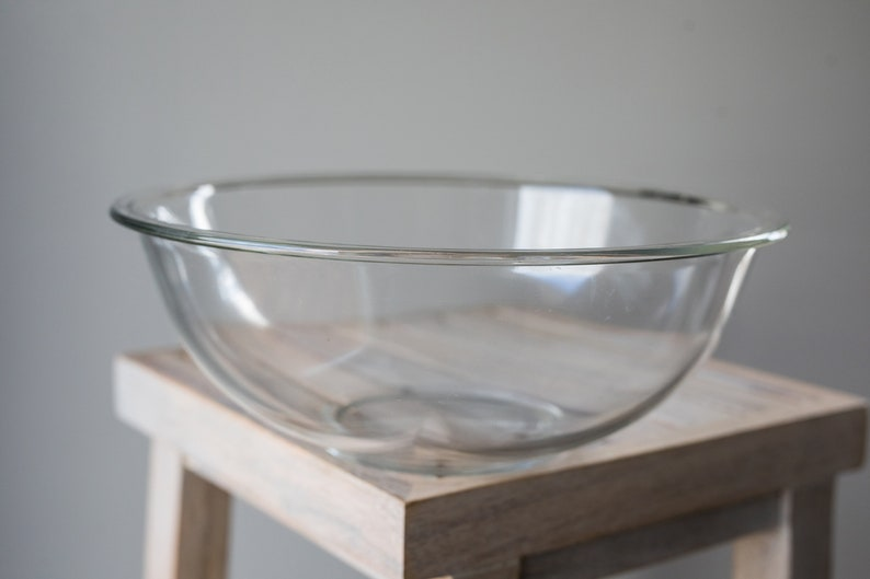 Vintage Pyrex 326 Clear Mixing / Nesting Bowl with lip with image 0