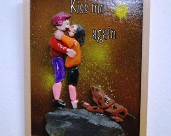 Wooden picture depicting two lovers kissing and the dog watching
