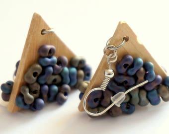 BOUCLES D'OREILLES BOIS Triangles et Perles Colorées