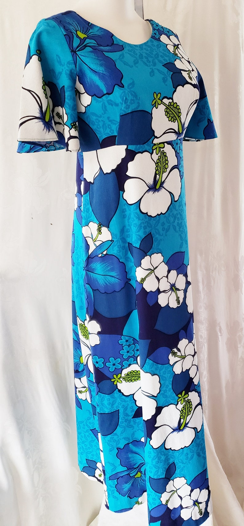 500 Vintage Style Dresses for Sale | Vintage Inspired Dresses ALOHA from Honolulu....Gorgeous 1960s Hawaiian Dress SophisticatedLaRue $64.00 AT vintagedancer.com