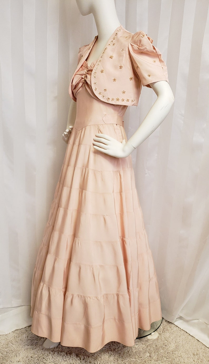 1930s Evening Dresses | Old Hollywood Silver Screen Dresses 1940s Blush Pink/Peach of a Formal SophisticatedLaRue $148.00 AT vintagedancer.com