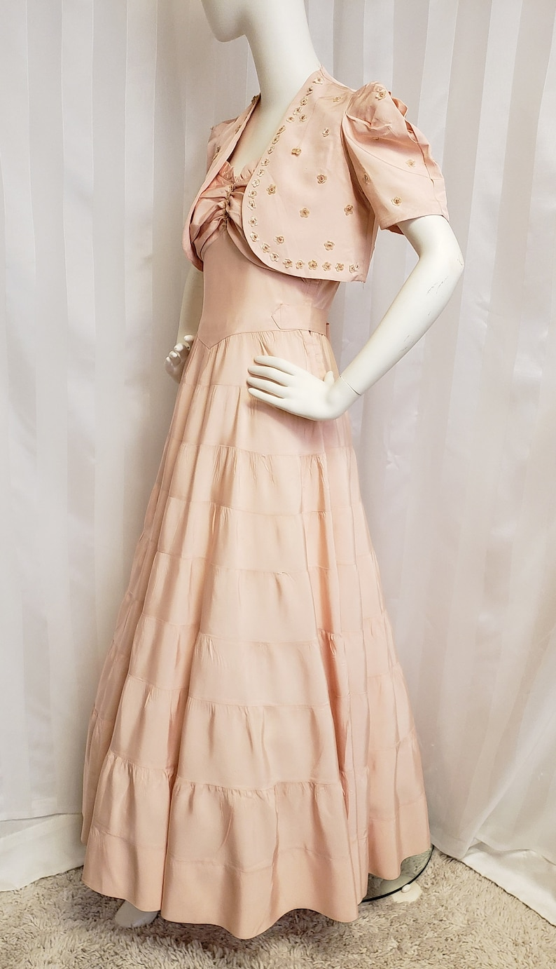 1940s Formal Dresses, Evening Gowns History 1940s Blush Pink/Peach of a Formal SophisticatedLaRue $148.00 AT vintagedancer.com