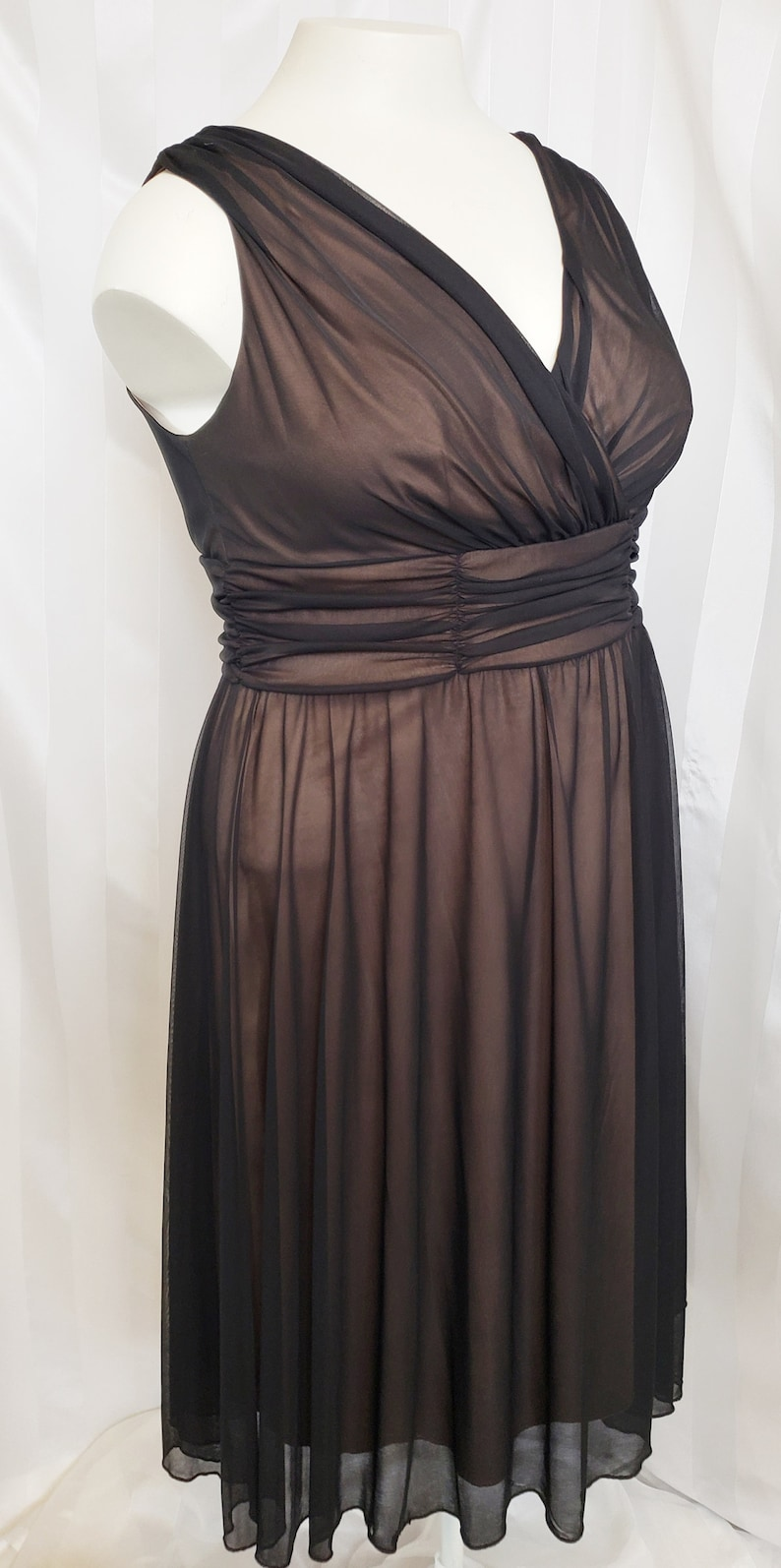 1950s Plus Size Dresses, Swing Dresses 18 Curvy Lady---1950s-style Classic Little Black Dress SZ 18 $78.00 AT vintagedancer.com
