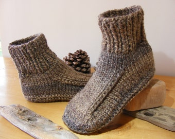 05d58e583cbc8f Hand Knitted Chunky Men s Slippers Sizes UK 7-8 up to 12-13 Dorm Boots Bed  Socks Warm Brown Tweed Effect Yarn Super Cosy