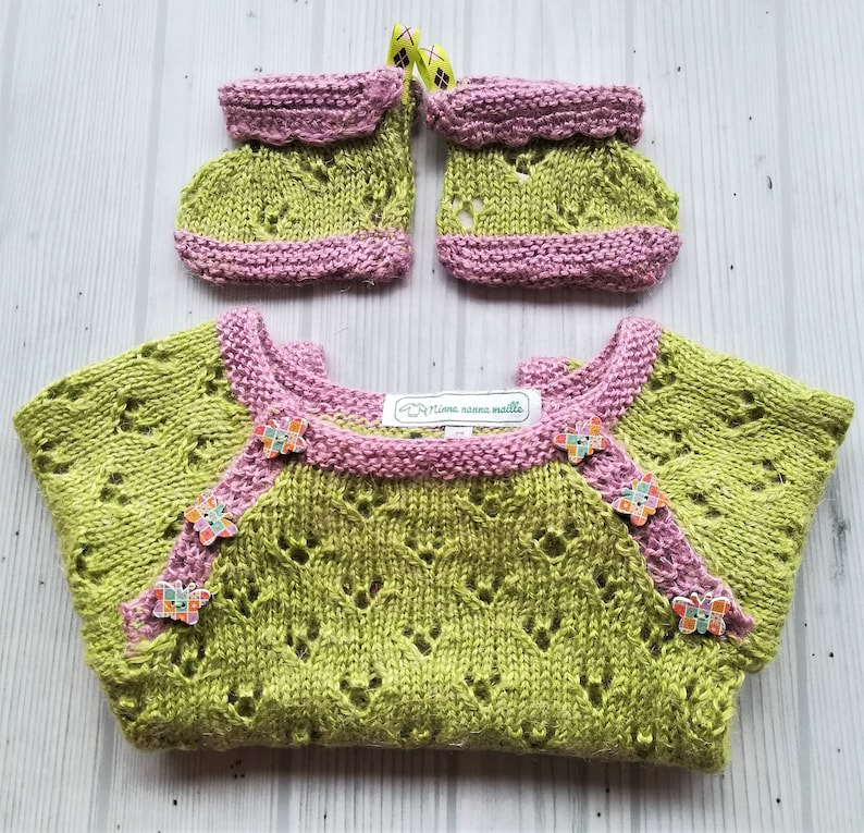 Handknit set for baby sweater and slippers for boy or girl Ensemble complet