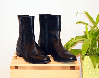 f0955fa11135d Vintage VANELi Leather Black Boots Women s 7 1 2 M