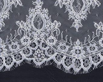 Stunning Lace Veil Appliqué