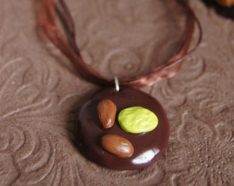 Necklace chocolate beggar, cotton and organza