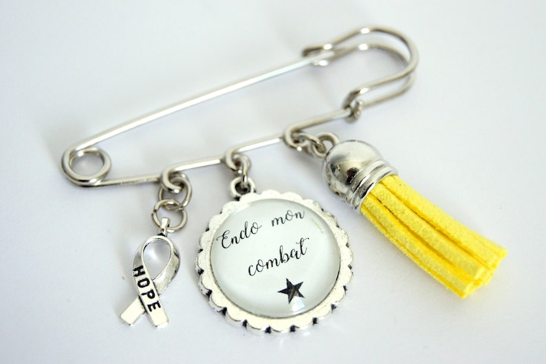 Brooch customizable message choice support endometriosis image 0