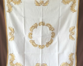 Tablecloth. Vintage Handmade linen tablecloth with 12 napkins. Vintage Tablecloth Nappe ancienne