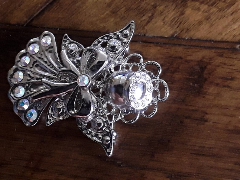 Beautiful Vintage Silver toned Angel with Crystal Halo Brooch