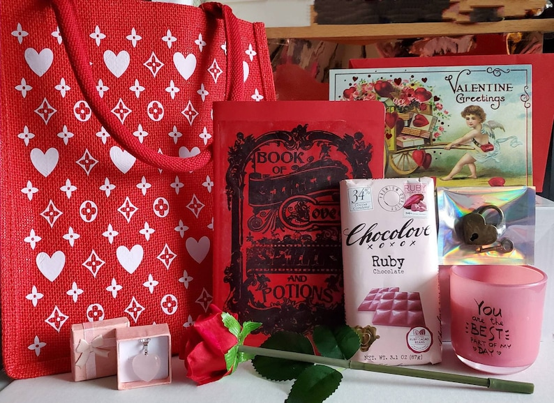 Valentine/'s day gift bag Perfect valentine/'s gift for her