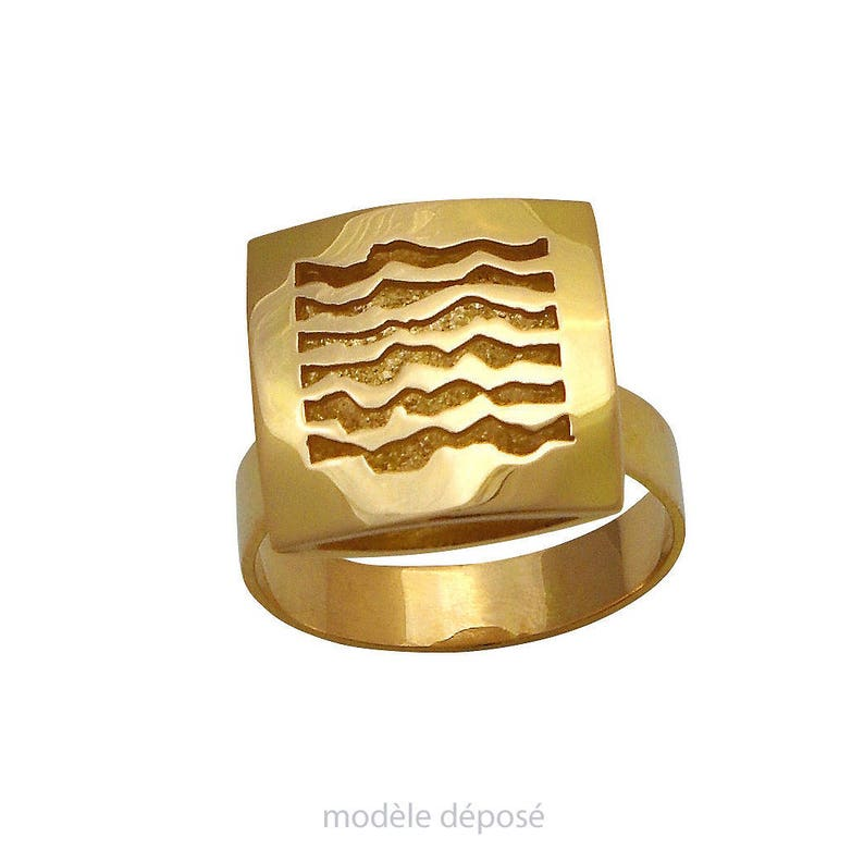 SQUARE version ring yellow gold. Contemporary jewelry image 0