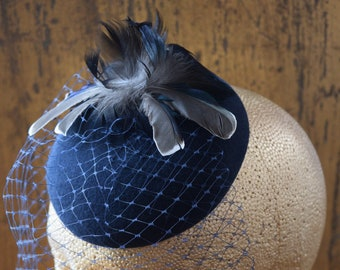 Elegant vintage inspired navy blue fascinator with scalloped edge veiling. A beautiful head piece to add to your vintage look