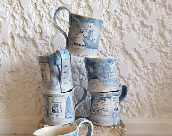 Très grand mug en poterie avec dessin de livres... Shop en poterie 50 cl de boisson. . Vente en ligne de mug artisanal.