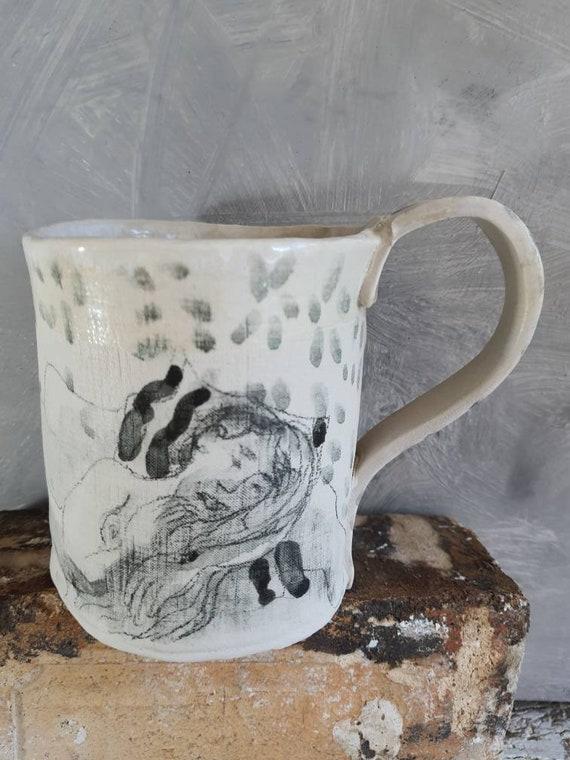 Très grand mug unique en poterie avec de femme nue. Shop en poterie 50 cl de boisson. . Vente en ligne de mug artisanal.