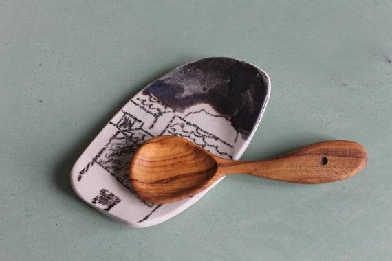 Petite cuillère en bois d'olivier, réalisée a la main.
