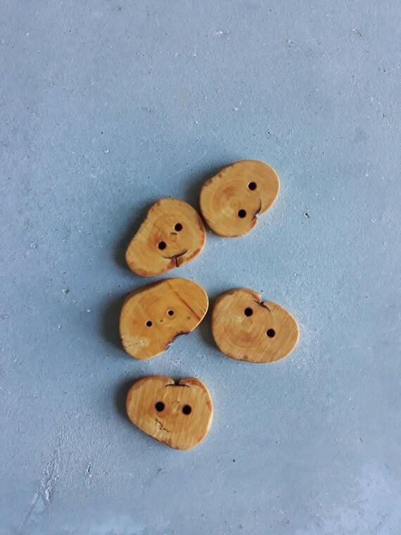Lot de 5 petit boutons ronds.  Fabrication française.bois de buis. provenance France.