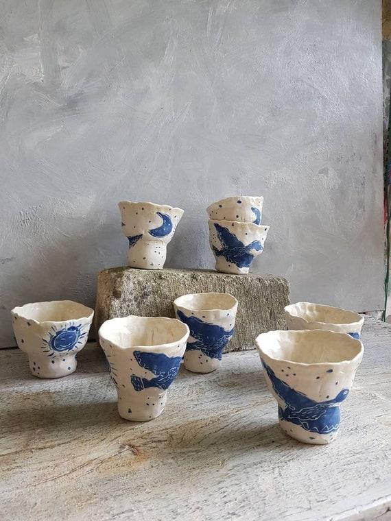 Tasse à café thé poterie artisanale bleu et blanc dessin oiseau mug céramique grès