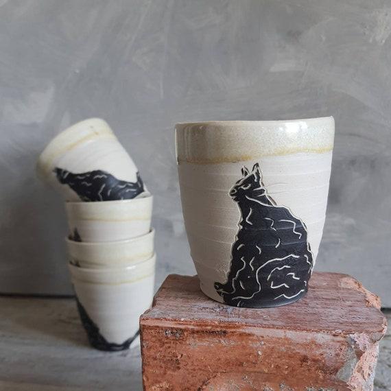 Tasse artisanal en poterie dessin de chat noir et blanche tasse café thé céramique