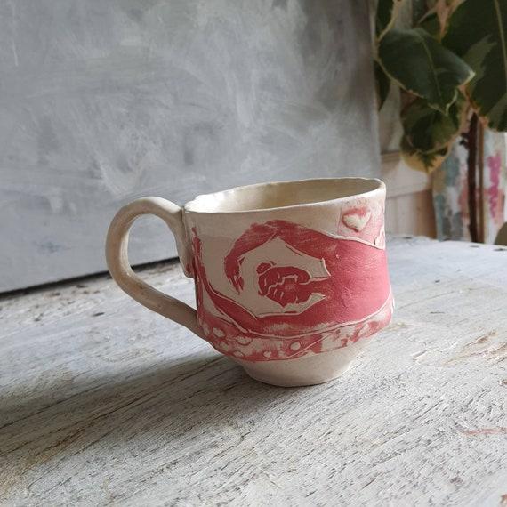 Tasse artisanal en poterie dessin de femme blanc et rouge tasse café thé céramique nu artistique