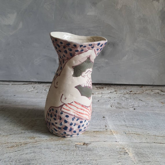 Vase en grès poterie artisanal bleu vert rouge mauve dessin femme nu artistique
