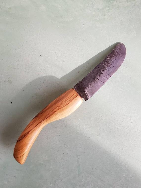 """Couteau forgé droit de cuisine """"rondin """" """"rabatum"""" manche en bois réalisé à la main."""