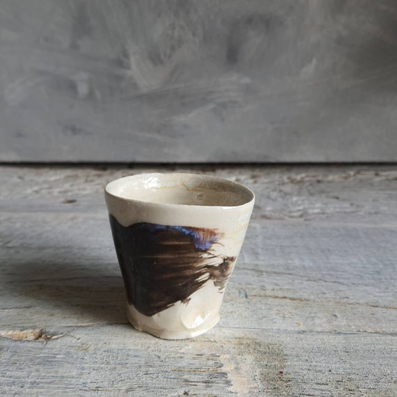 Tasse à café expresso poterie artisanale tournée noir et blanc art minimaliste