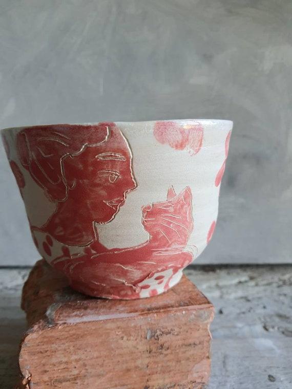 Grand bol artisanal en poterie dessin de femme et chat rouge et blanc grand bol céramique