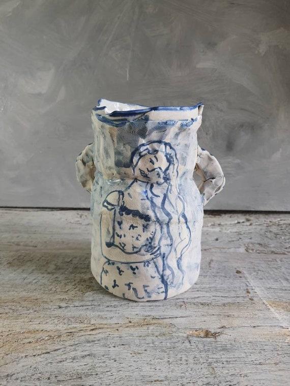 Vase en poterie avec dessin de femme, petite jarre en céramique dessin de fleur. Pièce-unique.