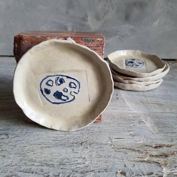 Coupelle poterie artisanale bleu et blanc dessin palette peinture céramique grès