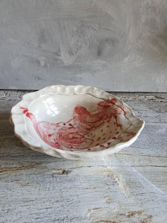 Petit saladier artisanal en poterie dessin de femme modèle art rouge et blanc grand bol céramique