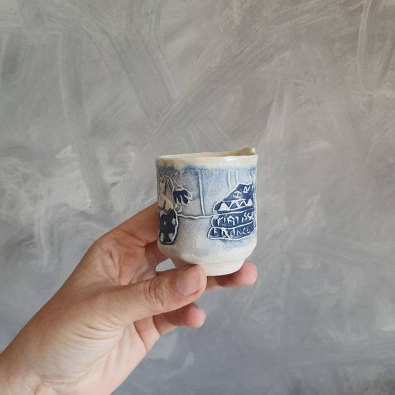 Tasse à café expresso poterie artisanale  bleue et blanche dessin fleur livre art matisse