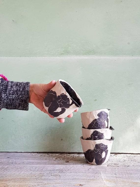 Pot à lait poterie artisanal noir blanc dessin femme service à thé café