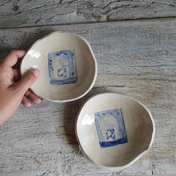 Coupelle poterie artisanale bleue et blanche dessin livre Provence art