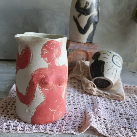Small pitcher pitcher in craft pottery water pot red sandstone and white drawing woman bird vase