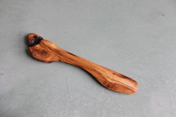 Spatule plate en bois d'olivier, réalisée a la main.