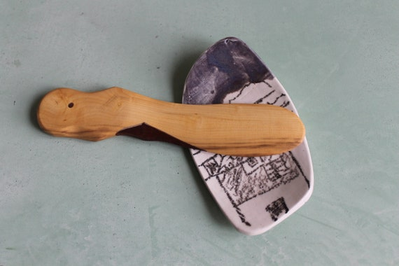 Spatule plate en bois buis et de noyer, réalisée a la main.